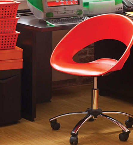 cadeira-one-giratorio-vermelha-fundo-ambientado-soline-moveis-rossi-600