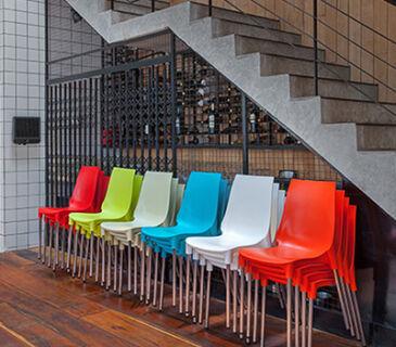 cadeira-plastica-fixa-lola-soline-moveis-ambiente-vermelha-400