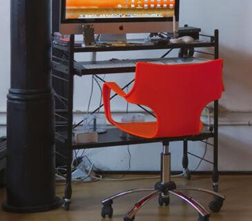 cadeira-plastica-para-escritorio-e-home-office-jim-frisokar-soline-moveis-ambeintada-600