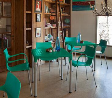 cadeira-plastica-para-escritorio-e-home-office-jim-frisokar-soline-moveis-ambeintada-verde-400