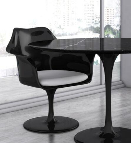 cadeira-saarinen-com-braco-ambientada-soline-moveis-600