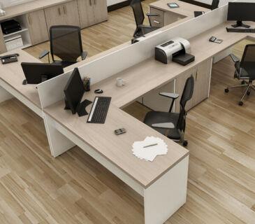 Estação de trabalho em L composta por móveis modulares