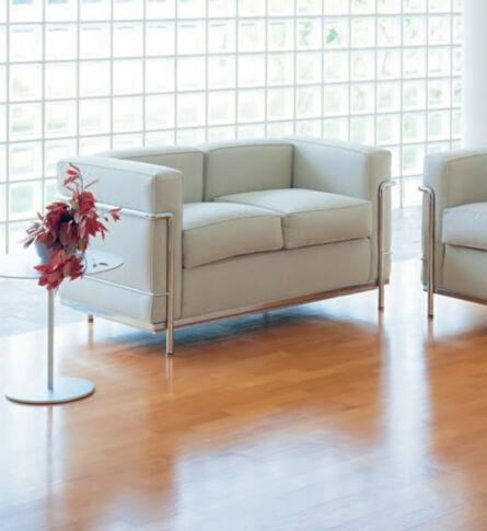 sofa-lc2-masculino-dois-lugares-le-corbusier-ambientada-600